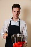 Przystojny mężczyzna w kuchni Fotografia Stock