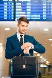 Przystojny mężczyzna w lotnisku Obraz Stock