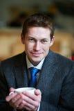 Przystojny mężczyzna z filiżanką herbata Zdjęcie Royalty Free