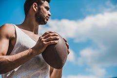 Przystojny męski gracz futbolu z piłką, outdoors Obrazy Royalty Free