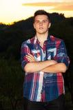 Przystojny młodego człowieka portret plenerowy Obraz Stock
