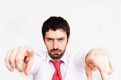 młody biznesowego mężczyzna punktu palec przy kamerą Zdjęcia Royalty Free