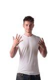 Przystojny młody człowiek liczy dziewięć 9 z palcami obraz royalty free