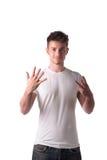 Przystojny młody człowiek liczy osiem 8 z obraz royalty free