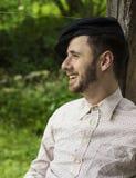 Przystojny młody człowiek ono uśmiecha się outdoors Obraz Stock