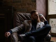 Przystojny młody człowiek z brodą myśleć zdjęcie royalty free