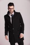Przystojny młody elegancki biznesowego mężczyzna pozować Fotografia Stock