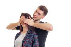 Przystojny młody facet zamyka ręki dziewczyny one przyglądają się i ono uśmiecha się Obraz Stock