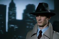 Przystojny modny młody detektywistyczny miastowy dżentelmen obrazy stock