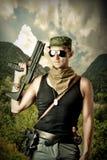 Przystojny niebezpieczny wojskowy Fotografia Stock