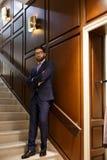 Przystojny poważny skoncentrowany brodaty młody biznesmen zdjęcia royalty free
