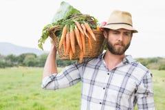 Przystojny rolnik z koszem veg Obrazy Royalty Free