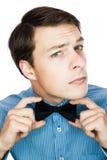 Przystojny staromodny dżentelmen przystosowywa jego łęku krawat Fotografia Royalty Free