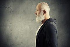 Przystojny starszy mężczyzna z siwowłosą brodą Zdjęcie Royalty Free