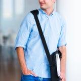 Przystojny student collegu na kampusie Fotografia Stock