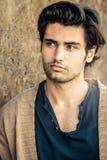 Przystojny wspaniały młodego człowieka model, włoski włosiany styl zdjęcia royalty free