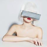Przyszłościowa piękna młoda kobieta Obraz Stock