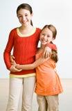 przytulenie siostry Zdjęcia Stock