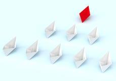 Przywódctwo pojęcie Czerwonego i białego papieru łodzie Zdjęcia Royalty Free