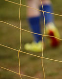 Pés abstratos do jogador da rede do futebol do borrão Imagem de Stock Royalty Free
