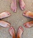 Pés da família na praia Foto de Stock Royalty Free