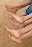 Pés da família na praia Imagens de Stock Royalty Free
