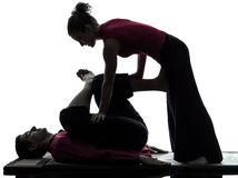 Pés da silhueta tailandesa da massagem dos pés Foto de Stock Royalty Free