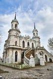 Pseudo-gotische Kirche Vladimir in Bykovo lizenzfreie stockfotos