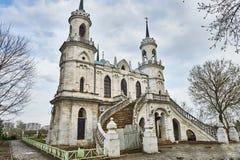 Pseudo-gotische Kirche Vladimir in Bykovo lizenzfreies stockbild