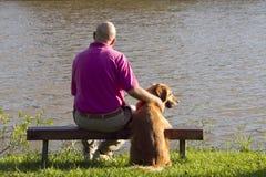 Psi i mężczyzna przyjaciele Fotografia Royalty Free