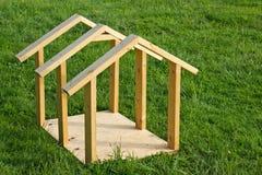 psi ramowego domu drewno Obrazy Royalty Free