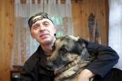 psi szczęśliwy mężczyzna Fotografia Royalty Free
