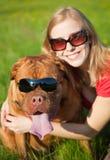 psia dziewczyna jej potomstwa zdjęcia royalty free