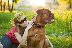 psia dziewczyna jej potomstwa Obrazy Royalty Free