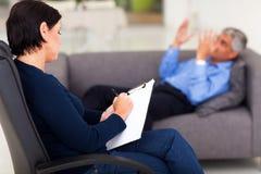 Psicólogo com paciente Fotos de Stock Royalty Free