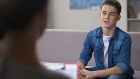 Psicoterapeuta que visita del adolescente, rehabilitación acertada de la drogadicción metrajes