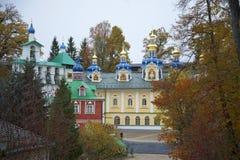 Pskov-grottor den heliga Dormition kloster Pskov region, Ryssland royaltyfria bilder