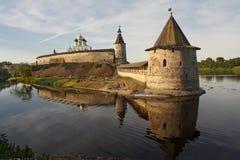 Pskov het Kremlin in de zomer Stock Foto
