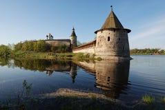 Pskov het Kremlin. Rusland stock afbeeldingen