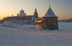 Pskov het Kremlin in Zonsopgang Royalty-vrije Stock Afbeeldingen