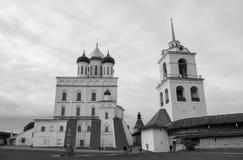 Pskov Kreml med ortodoxa kyrkor Royaltyfri Fotografi