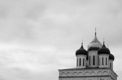 Pskov Kreml med ortodoxa kyrkor Arkivfoton