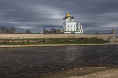 Pskov Kremlin Catedral santamente da trindade Fotos de Stock Royalty Free