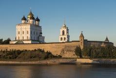 Pskov Kremlin Catedral santamente da trindade Imagem de Stock Royalty Free