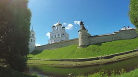 Pskov Kremlin am Sommer stock footage
