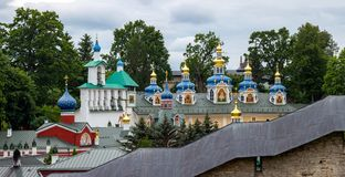 Pskovo-Pechersky Dormition修道院 免版税库存照片