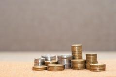 PStacks των νομισμάτων Η αύξηση στα χρήματα Στοκ Εικόνες