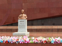 Psuje na grób Kim Jong Suka Zdjęcia Stock