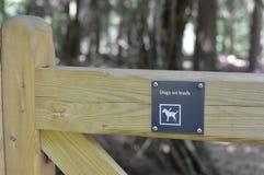 Psy na prowadzenie znaku obrazy stock