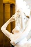 Psyche rétablie par baiser de Cupid Photos libres de droits
